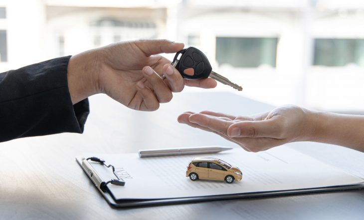 Car,Salesman,Gave,The,Keys,To,The,Customers,Who,Signed